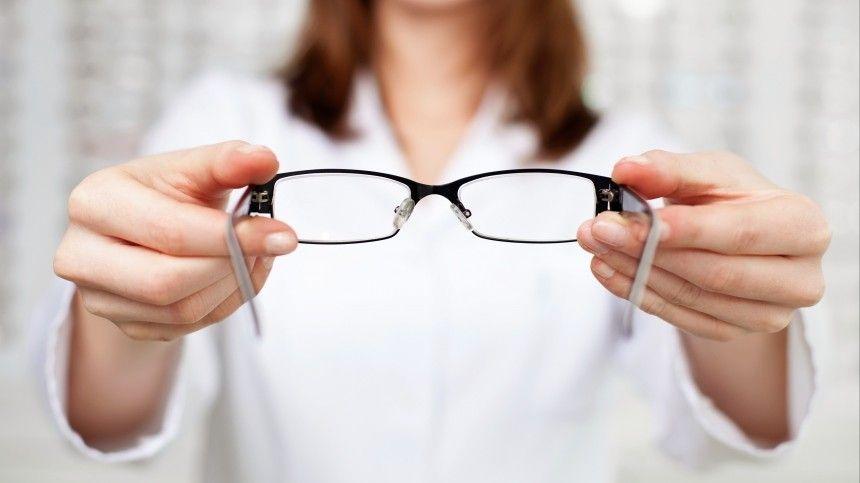 Офтальмолог Игорь Азнаурян рассказал, можноли ясно ичетко видеть доглубокой старости, икак этого добиться.