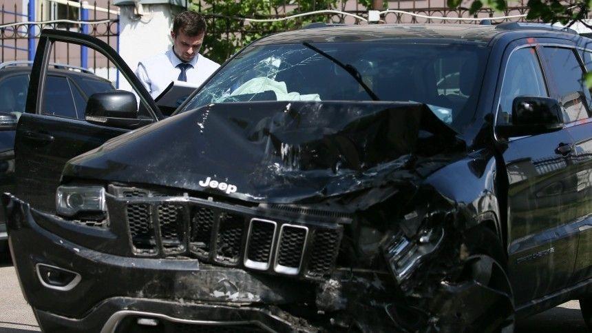 Автомобиль артиста, отбывающего наказание вколонии из-за трагической, аварии, все еще числится заним.