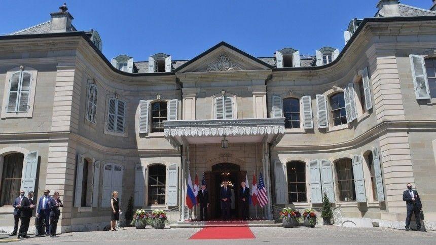Американская пресса пыталась прорваться напереговоры лидеров США иРоссии, что проходят взакрытом формате навилле La Grange.