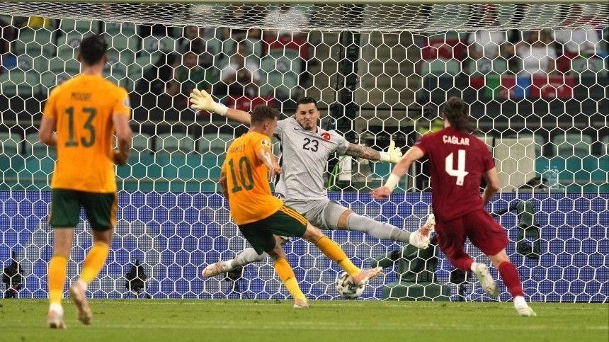 Отразгромного поражения турок спас промах полузащитника валлийцев Гарета Бэйла спенальти.