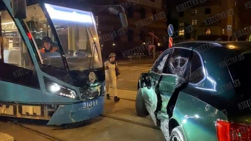 Поинформации 5-tv.ru, вмомент аварии зарулем элитной иномарки находилась Лимор Хихинашвили.