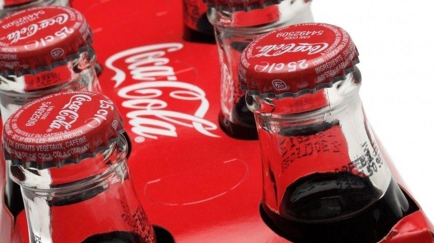 Первым негласный закон нарушил португалец Криштиану Роналду. Его принципы стоили компании Coca-Cola четырех миллиардов долларов.