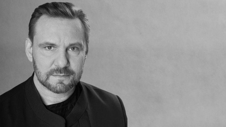 Осмерти Андрея Егорова сообщили впресс-службе театра.