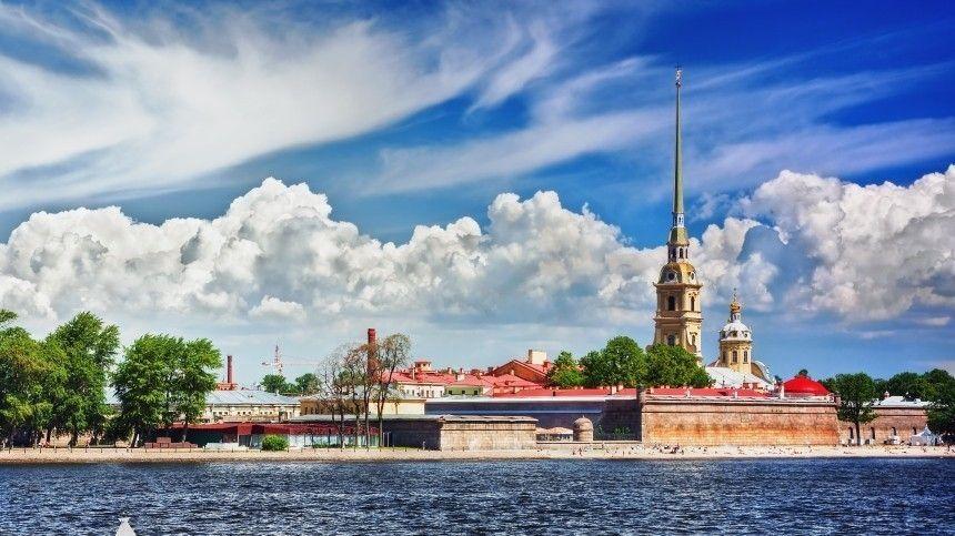 Втоже время вдругих регионах России аномальные ливни иград.