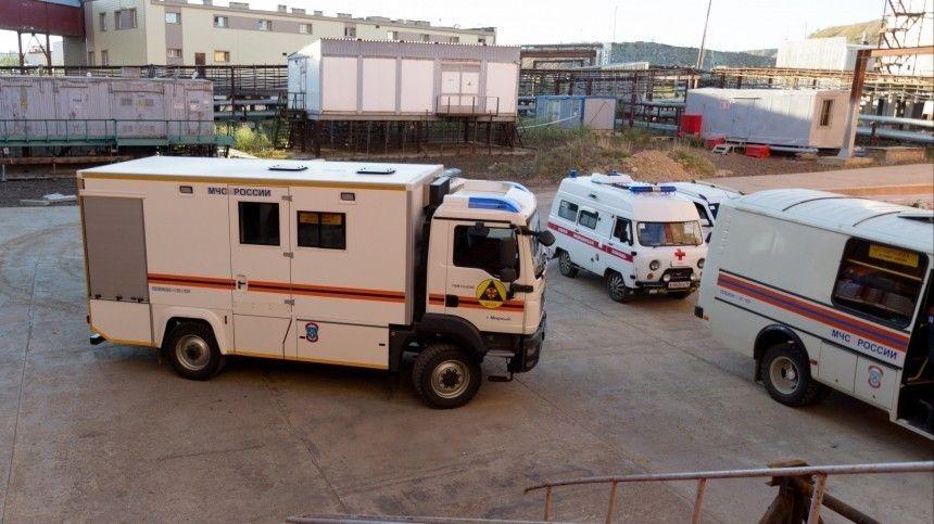 Врезультате ЧП, поуточненным данным, пострадали два горняка. Сместа были эвакуированы почти 140 человек.