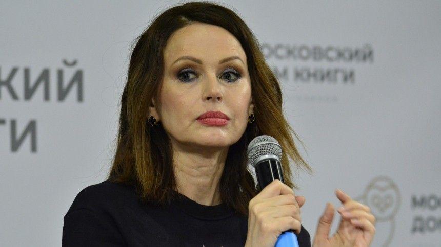 56-летняя актриса неможет поверить, что звезда «Дома-2» без образования зарабатывает больше нее: искусство вопасности!