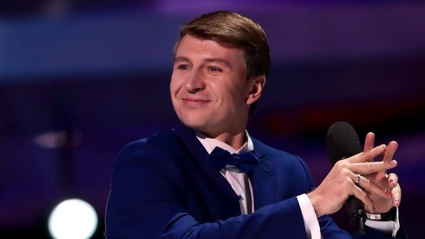 Весной это года хореограф Илья Авербух иего супруга актриса Лиза Арзамасова объявили, что скоро станут родителями.