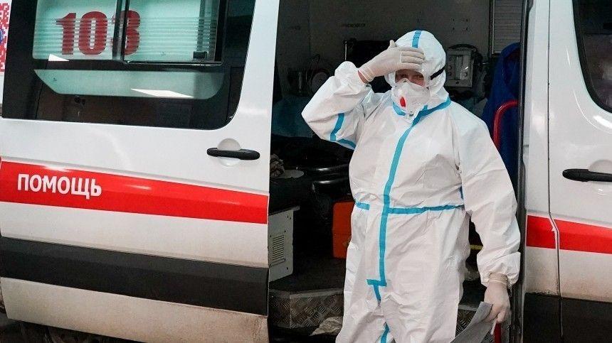 Президент РФпризывает граждан пройти вакцинацию откоронавируса исоблюдать меры безопасности.
