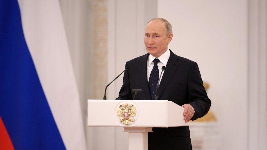 ВГеоргиевском зале Большого Кремлевского дворца президент подвел итоги работы парламентариев запять лет идал напутствие будущему созыву.