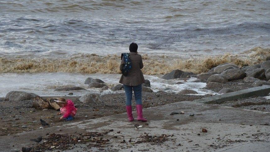 Вотдельных районах Ялты вода все еще прибывает. Сегодня затопило несколько домов. Большинство жителей— прежде всего, дети ипожилые люди— эвакуированы.