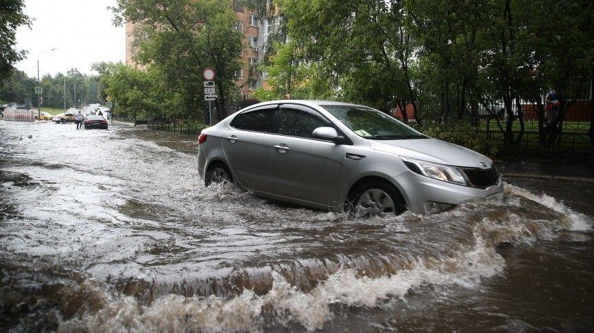 Эвакуация, потоп и сильный ветер: мощный ливень накрыл Москву и Крым