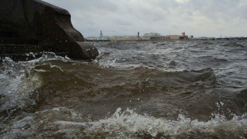Сотрудник центра погоды «Фобос» рассказал, что разрушительный для Москвы циклон сейчас смещается насеверо-запад.