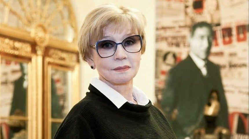 Актриса попала вбольницу несколько дней назад после того, как еесупруг режиссер Владимир Меньшов заразился коронавирусом.
