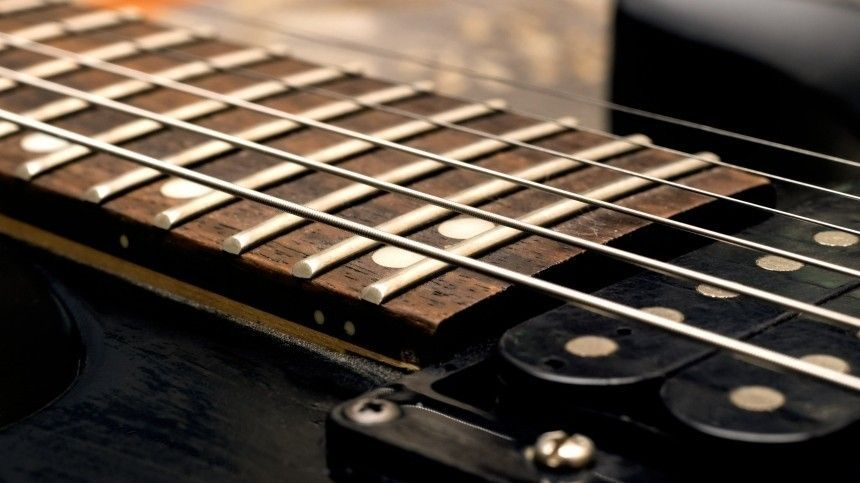 Давай Раммштайн, мать!  российская пенсионерка покорила TikTok игрой на гитаре