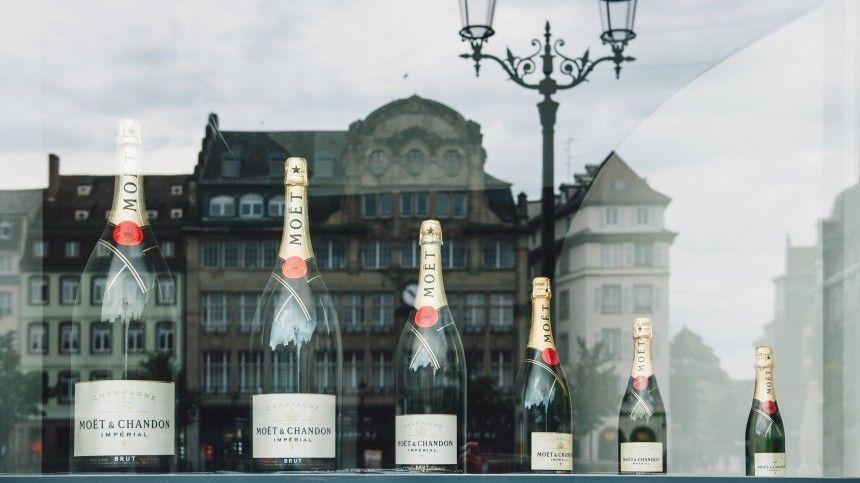 Ранее один изкрупнейших производителей шампанского сообщил опрекращении поставок продукции вРоссию.
