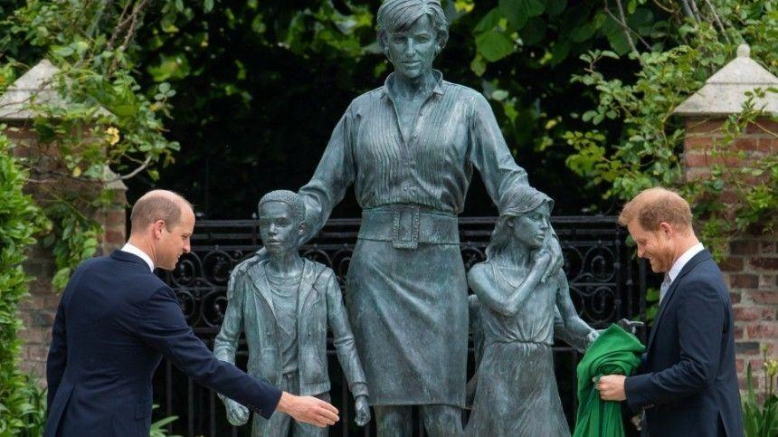 Фото недели: Памятник принцессе Диане и шокирующие находки в Канаде