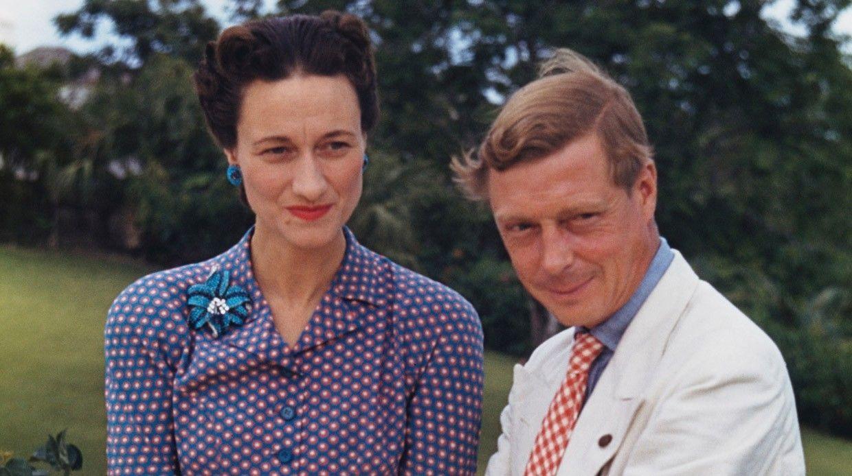 Какие обстоятельства, трагедии истранные законы мешали членам британской королевской семьи?