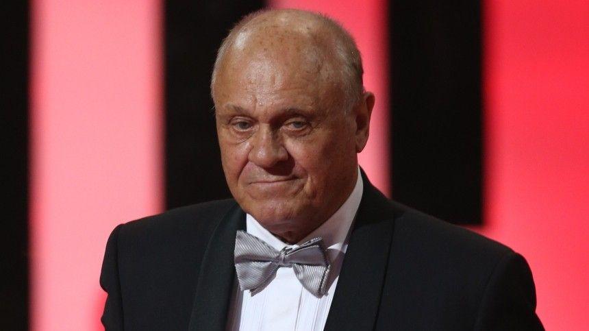 Российский актер сдрожащим голосом произнес трогательную речь насцене Дома кино.