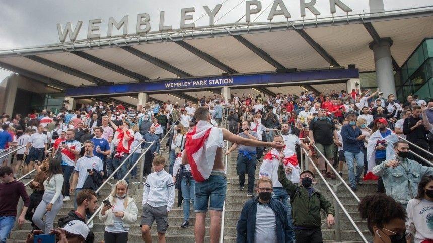 Болельщикам нетерпелось увидеть игру британцев иитальянцев врешающем матче.