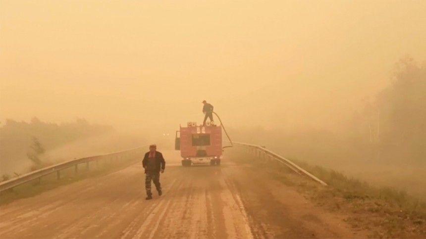 Борьба с лесными пожарами продолжается в российских регионах