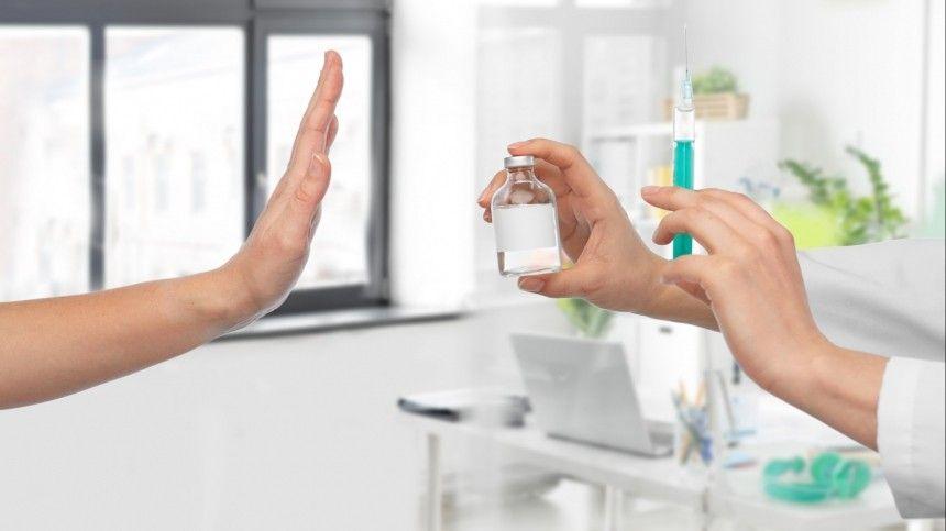 Российские врачи отметили, что отечественные вакцины отСОVID-19 невызывают аллергических реакций.