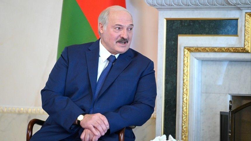 Белорусский лидер пожаловался насильную жару народине.