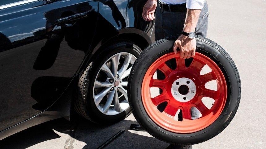 Что нужно сделать впервую очередь при проколе колеса?
