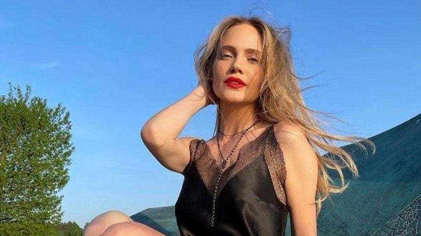 Какие оттенки предпочитает Яна Рудковская? Сколько помад нужно девушке, помнению Ирины Шейк?