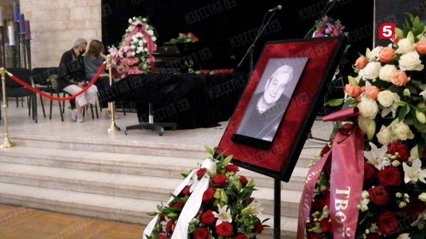 Кинорежиссера Александра Стефановича похоронили на Троекуровском кладбище