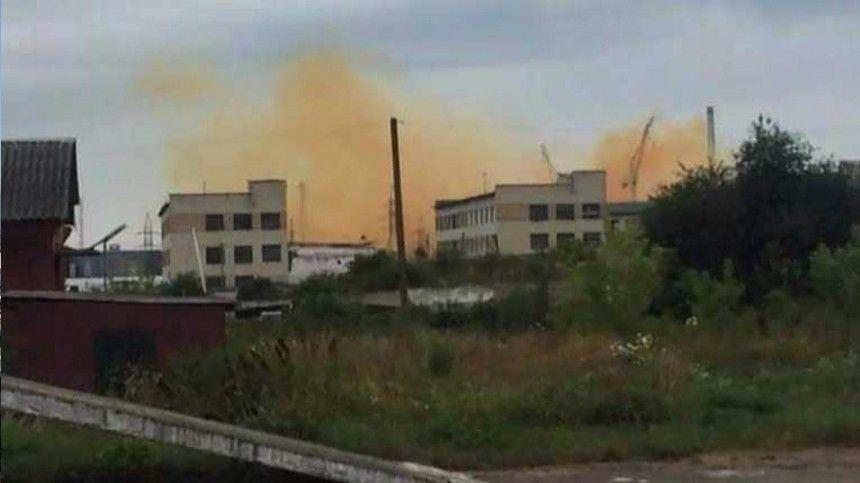Жители города Ровно жалуются наедкий запах, исходящий стерритории предприятия.