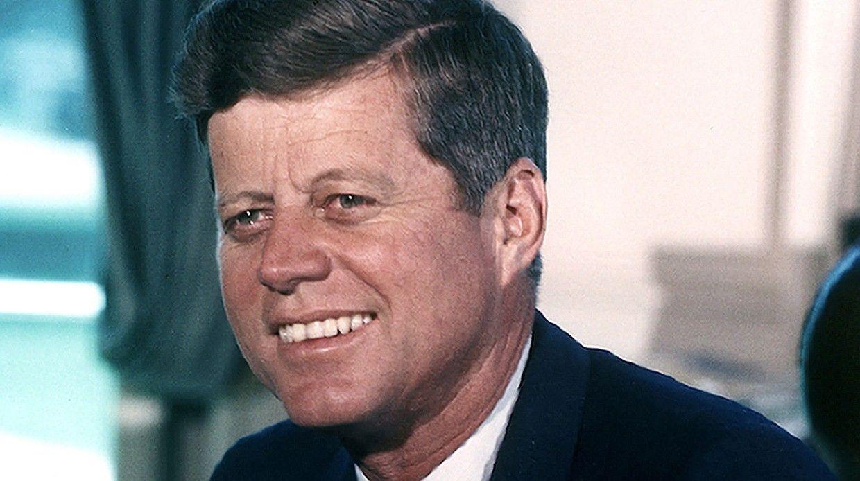 Дело обубийстве 35-го президента США обросло многочисленными теориями заговоров: вубийстве Джона Кеннеди обвиняли СССР, мафию идаже вице-президента.