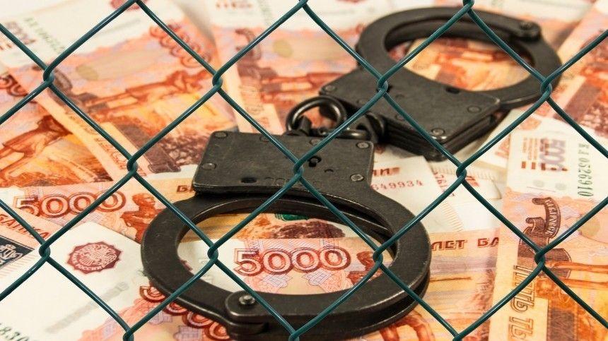 Попредварительной версии, деньги были получены отпредставителя частной охранной организации заобеспечение заключения договоров наохрану территориальных подразделений фонда.