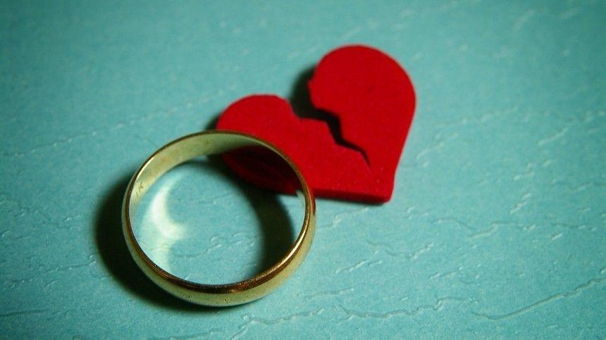 Кто-то умеет уходить сдостоинством идаже дружить сбывшими супругами, другие превращают развод впредставление— акак повелибы себявы?