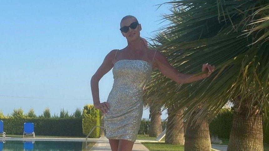 45-летнюю балерину сравнили с65-летней супругой шоумена Гогена Солнцева Екатериной Терешкович.