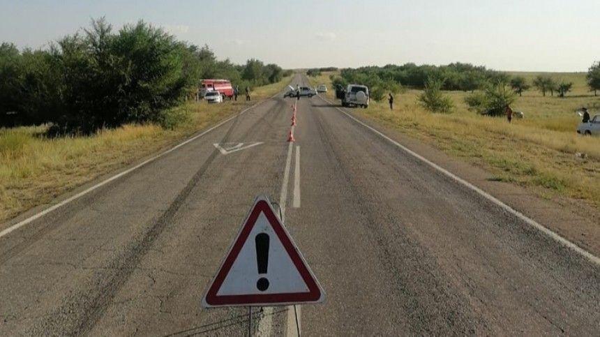 Обстоятельства аварии уточняются. Наместе работают экстренные службы.