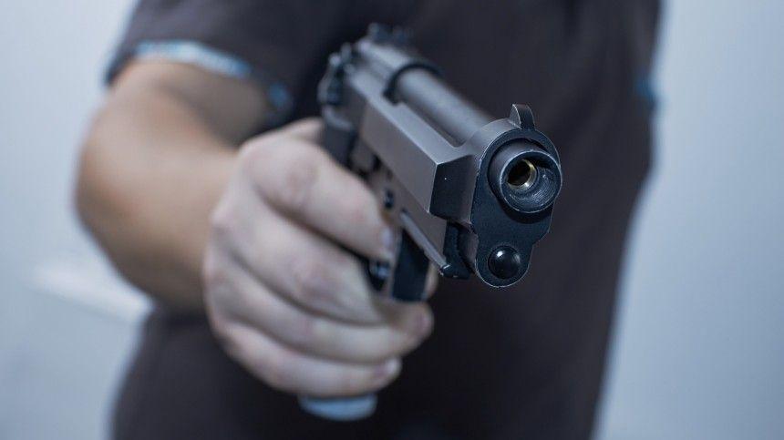 Камеры наблюдения сняли вооруженный конфликт, который привел кгибели правоохранителя.