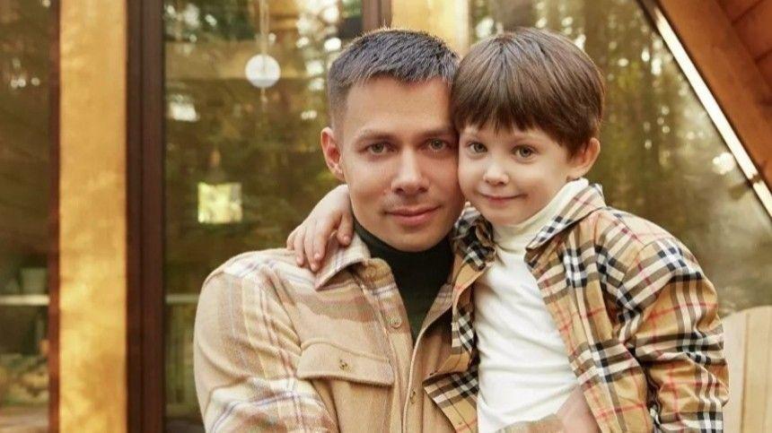 Семилетний наследник певца Петр получил травму после нападения жены известного футбольного судьи Ирины Безбородовой.