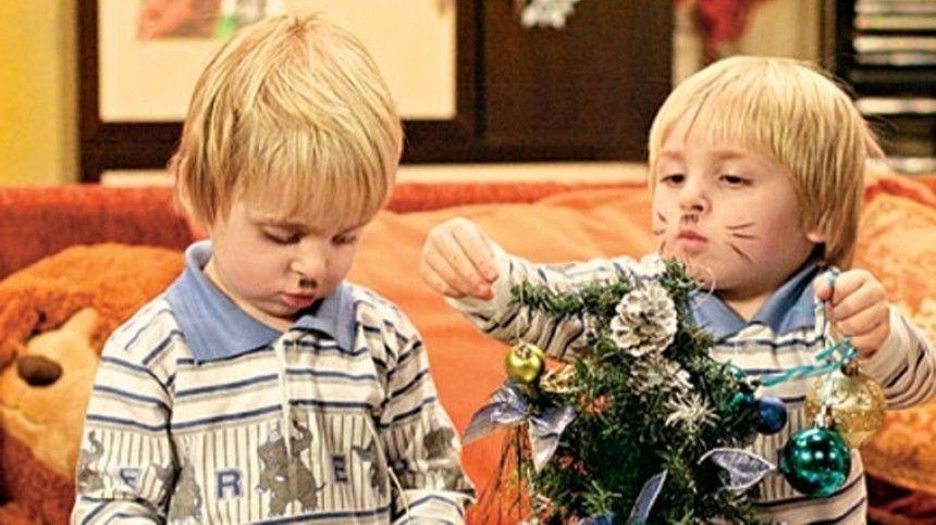 Звезда ситкома Екатерина Волкова выложила всеть снимок смладшими коллегами попроекту.