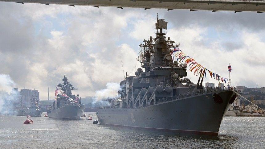 Президент России выступил сречью напараде коДню ВМФ вПетербурге.