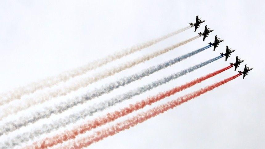 Намероприятии присутствовал президент РФВладимир Путин. Онлично поздравил всех военнослужащих спраздником.