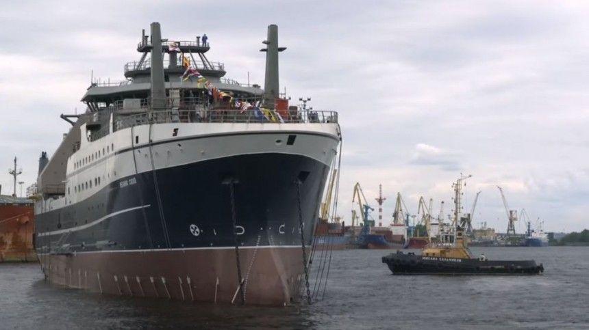 Президент России прибыл вСеверную столицу, чтобы принять участие впраздничных мероприятиях послучаю Дня Военно-морского флота.