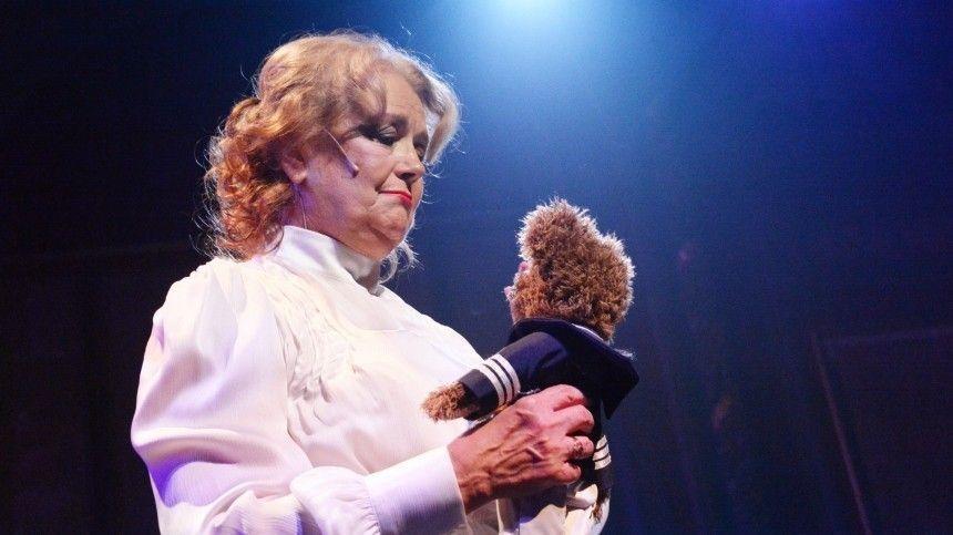 Осостоянии звездной бабушки рассказала еевнучка Ксения.