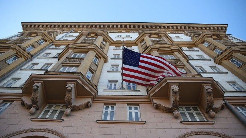 Действия работников посольства США привели кухудшению отношений между Москвой иПрагой, считает чешский журналист.