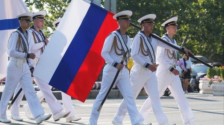 Фейерверк изалпы пушек, сильные слова ислезы, флаг России внебе итроекратное «Ура!» своды— 5-tv.ru покажет все, чем запомнился грандиозный праздник.