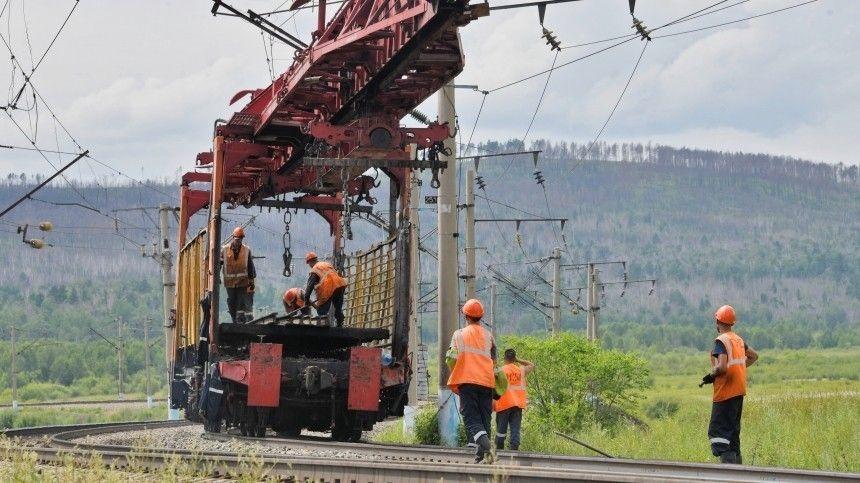 Вкомпании сообщили, что работы наповрежденном из-за паводка переезде продолжатся дооткрытия второй нитки моста.