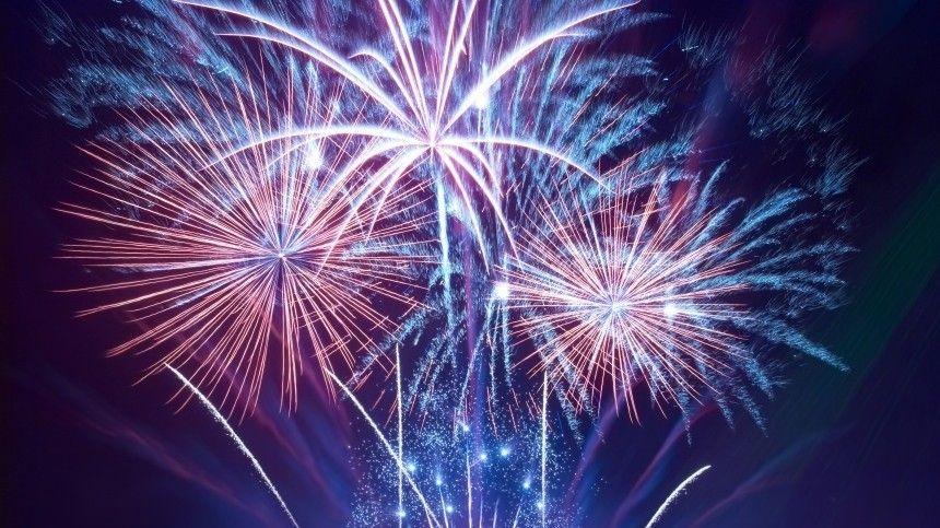 Фейерверк стал финальным аккордом впраздновании Дня Военно-морского флота вСеверной столице.