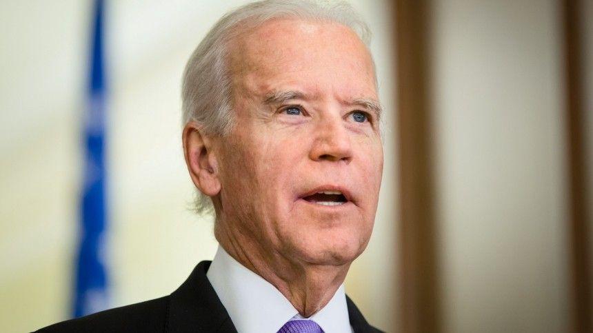 Специалист считает, что из-за своего состояния здоровья пожилой президент США несправляется собязанностями.
