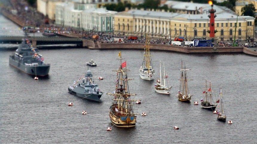 Парад принимали лично президент РФВладимир Путин иглава Минобороны, генерал армии Сергей Шойгу.