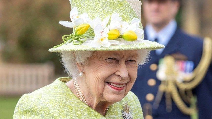 Эксперт считает, что королева Великобритании знает, как отомстить Гарри иМеган.