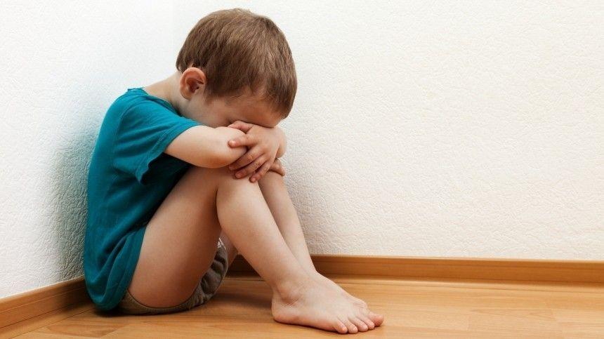Семейный психолог Наталья Искра рассказала 5-tv.ru, какие родительские методы воздействия могут серьезно травмировать психику ребенка.